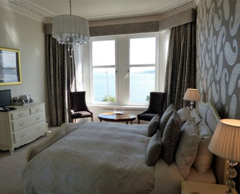 luxury-kingsize-bedroom-sea-view