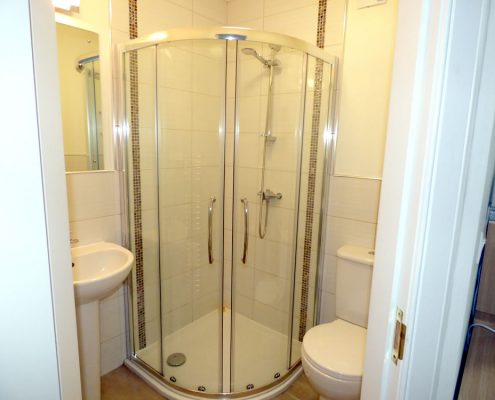 r2-powershower-en-suite