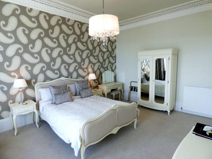 luxury-kingsize-bedroom-sea-view2